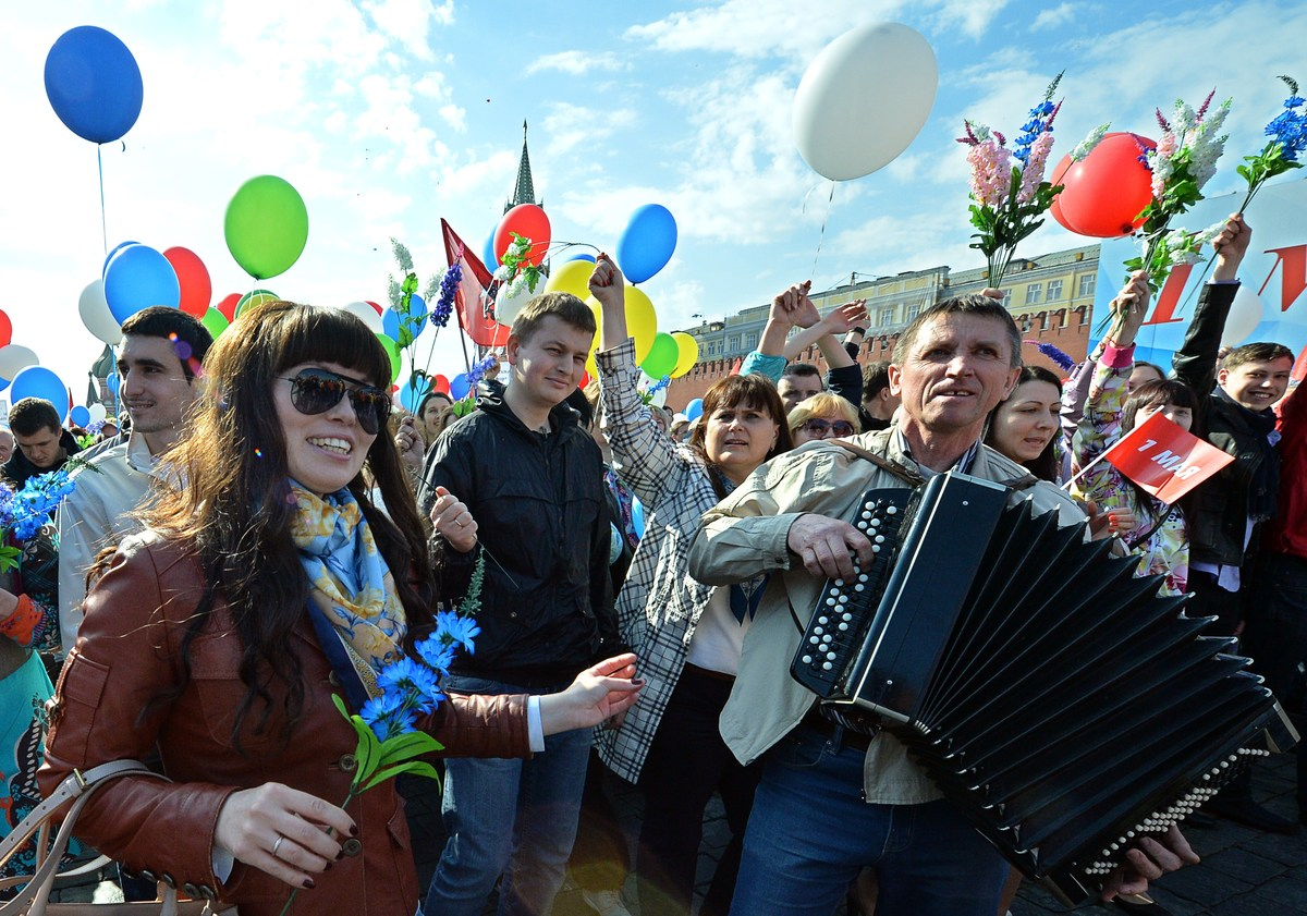 Russian Trade Union members parade in Red Square, Moscow for May Day on May 1, 2014. (YURI KADOBNOV/AFP/Getty Images)