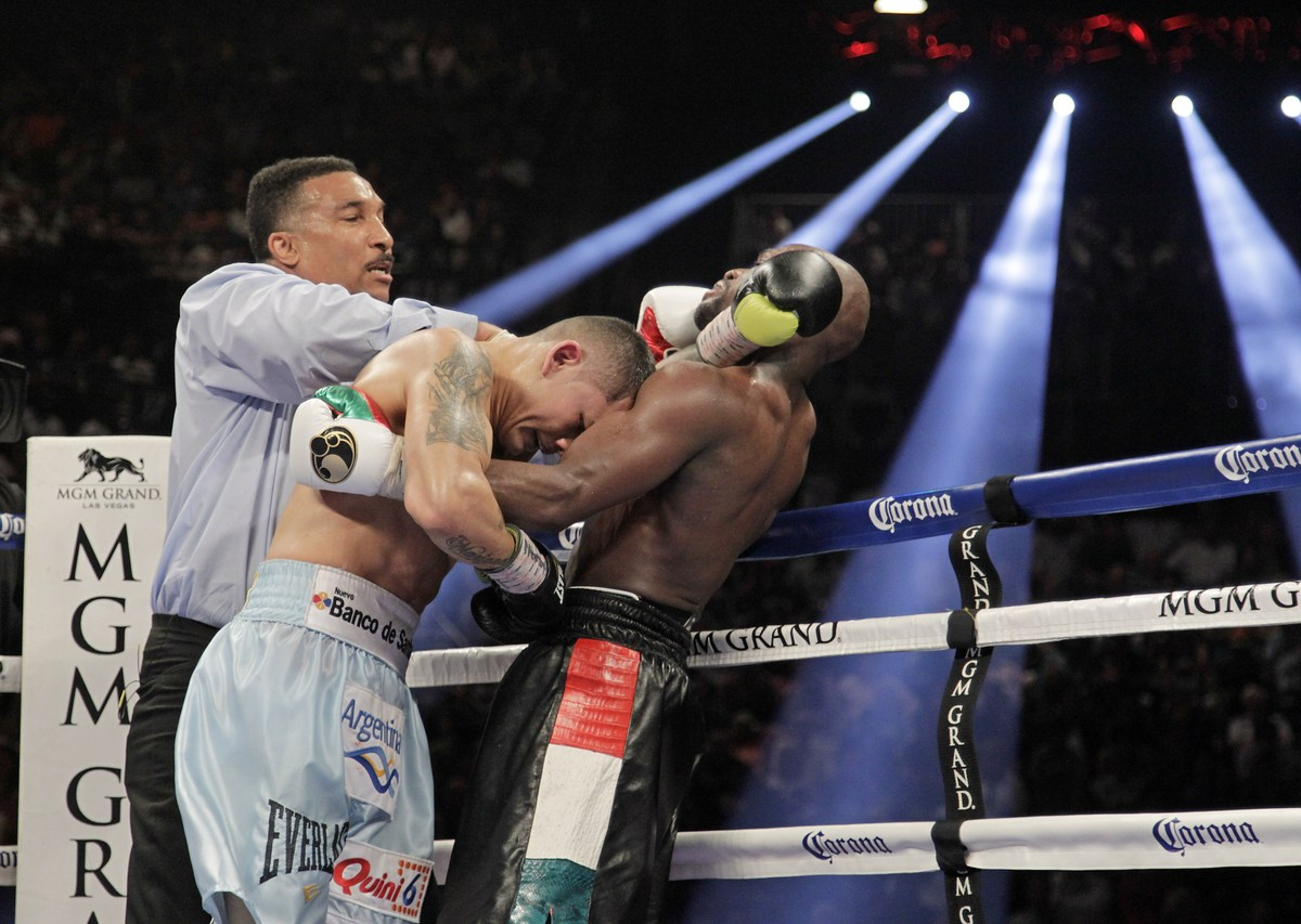 Floyd Mayweather Jr. (R) of US and  Marcos Maidana of Argentina are separated by referee Tony Weeks on May 3, 2014 at The MGM