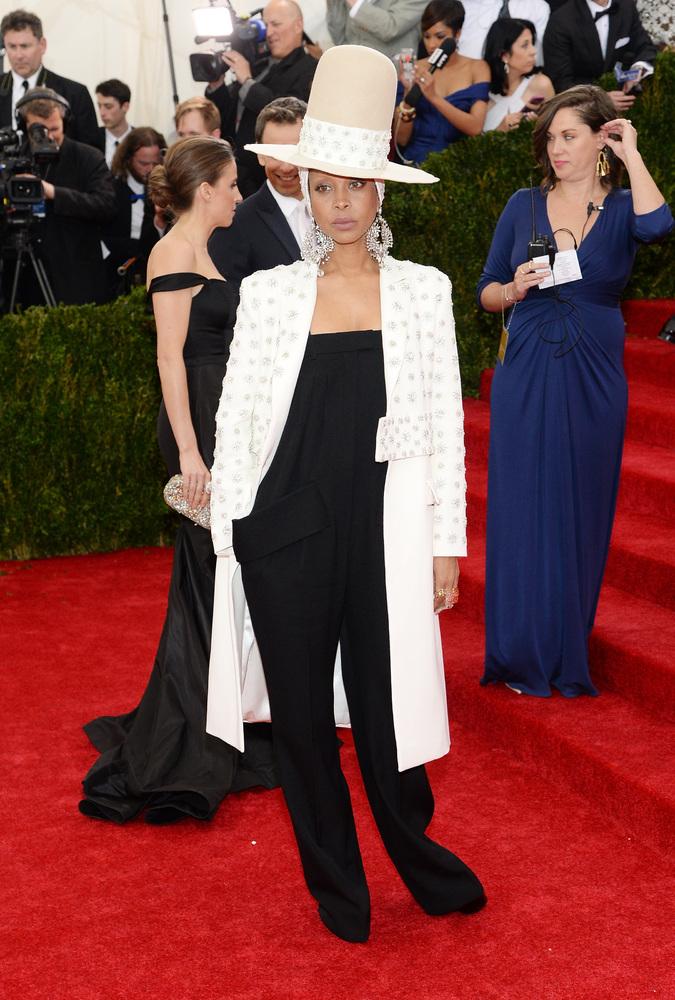 "Wowzas! It's no surprise that Erykah is rocking Givenchy -- <a href=""http://www.huffingtonpost.com/2013/12/11/erykah-badu-giv"