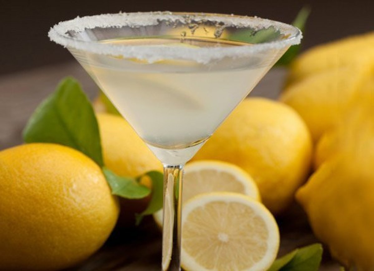"""Though there may not be much lime in a <a href=""""http://liquor.com/recipes/cosmopolitan/?utm_source=huffpo&utm_med=lnk&utm_cam"""