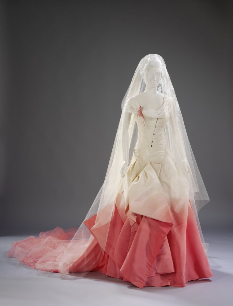 The V&A Celebrates History\'s Most Beautiful Wedding Dresses | HuffPost