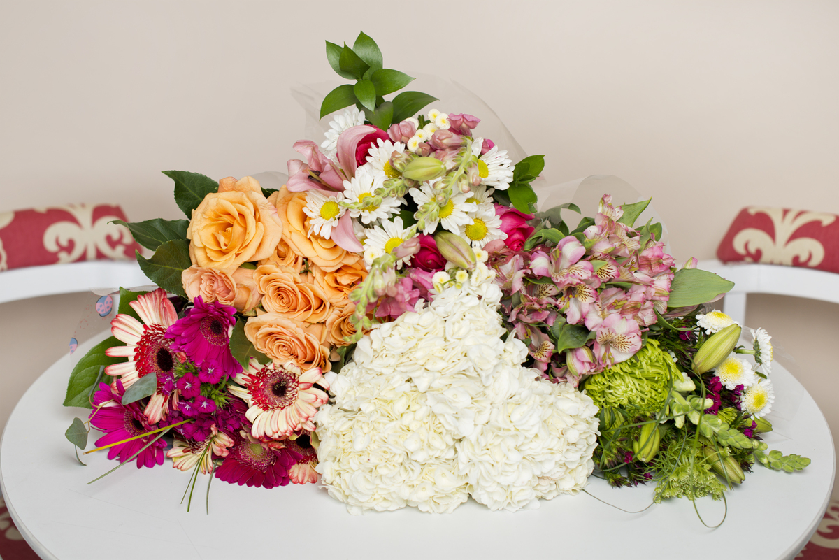 Here are 6 ways anyone can transform cheap grocery store flowers here are 6 ways anyone can transform cheap grocery store flowers into incredible bouquets by brie dyas izmirmasajfo Gallery