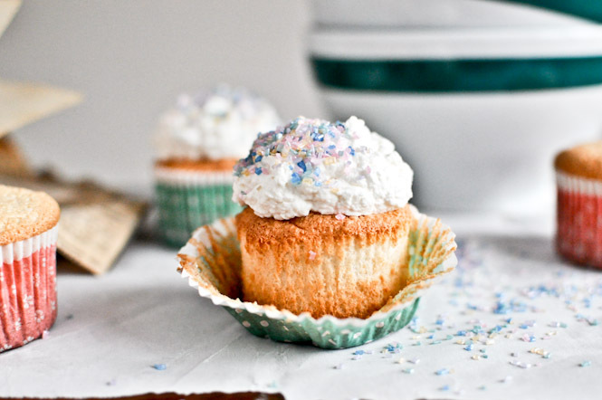 """<strong>Get the <a href=""""http://www.howsweeteats.com/2012/01/angel-food-cupcakes/"""" target=""""_blank"""">Angel Food Cupcakes with M"""