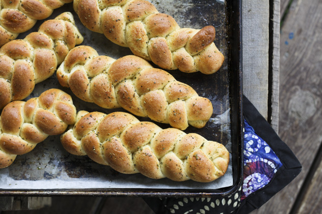 """<strong>Get the<a href=""""http://www.foodiewithfamily.com/2011/09/26/individual-garlic-bread-braids/#_a5y_p=1154715--"""" target="""""""