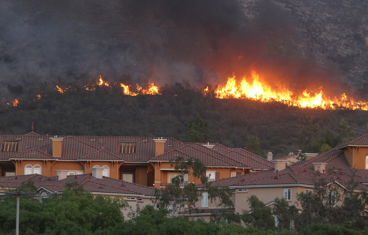 SAN MARCOS, CA - MAY 14:  Fire rages above an apartment complex May 14, 2014 in San Marcos, California. About 500 acres have