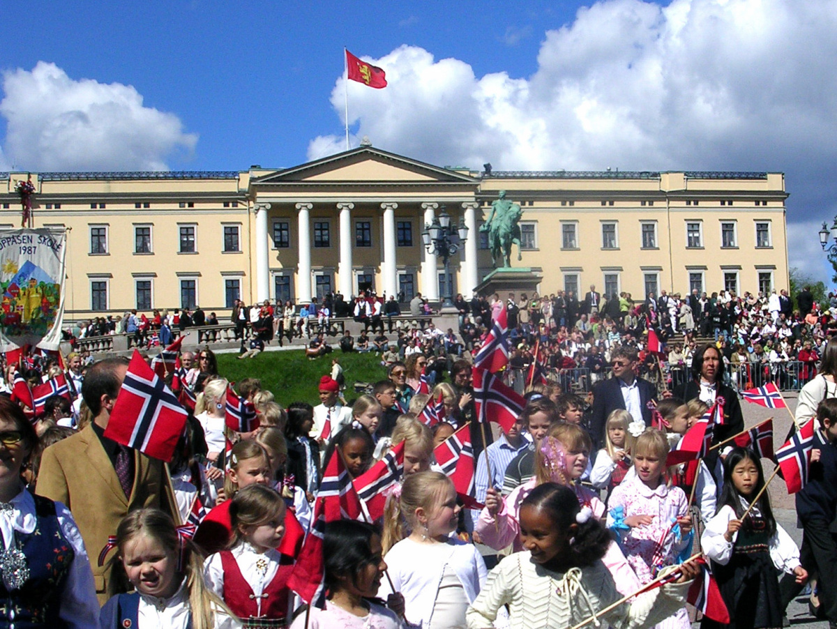 Every National Day children gather outside the palace and greet the Royal Family.   photo credit: Hege M. Kolshus Hansen /