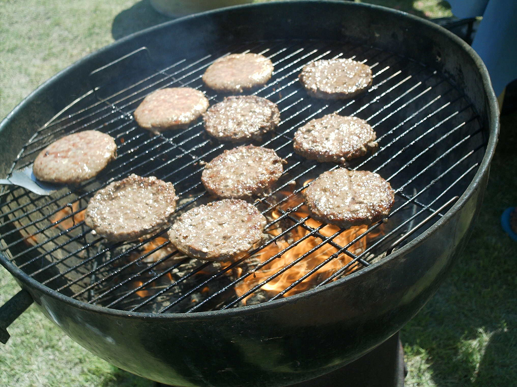 Burgers like heat -- <em>high</em> heat. It's all about the sear on a perfect burger. Of course, if it seems like they're sta