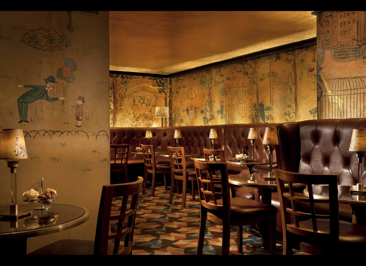 """<strong><a href=""""http://www.departures.com/slideshows/on-the-wall-murals-at-new-york-restaurants-and-bars/8"""" target=""""_blank"""">"""
