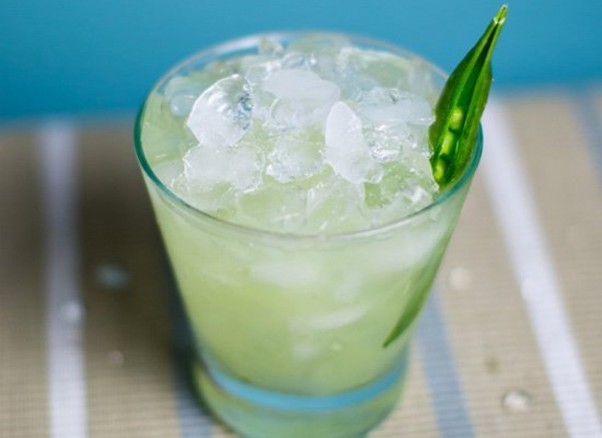 """Muddled or pureed, <a href=""""http://liquor.com/articles/snap-pea-cocktails/?utm_source=huffpo&utm_med=lnk&utm_campaign=wrdngdn"""