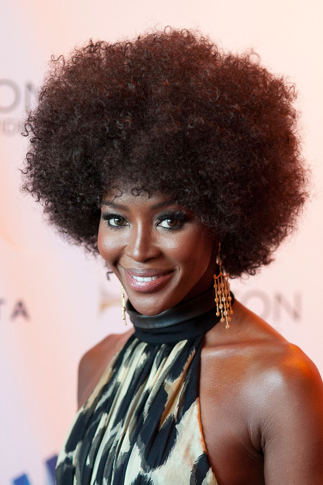 """We LOVE that she's been <a href=""""http://www.huffingtonpost.com/2014/03/04/naomi-campbell-afro-_n_4896773.html?utm_hp_ref=naom"""