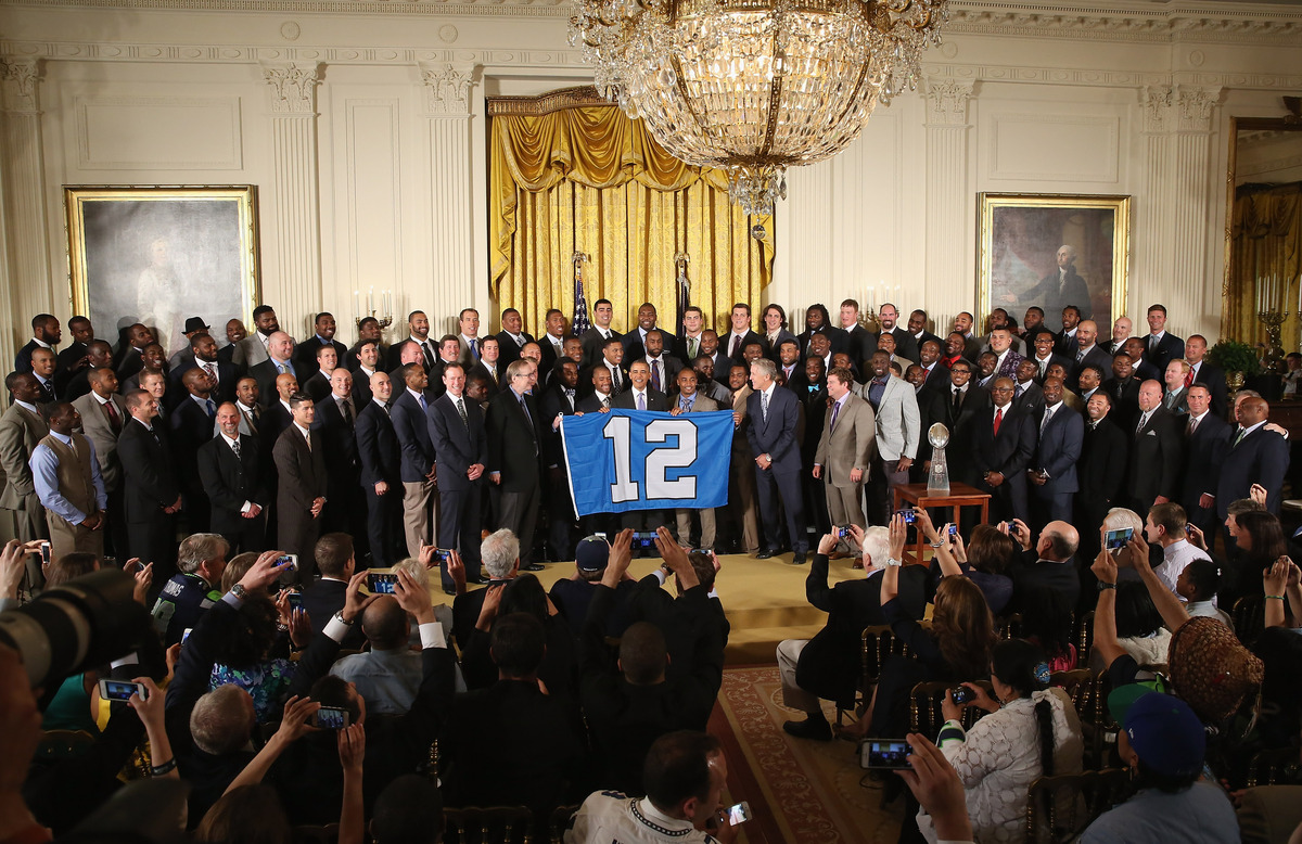 WASHINGTON, DC - MAY 21:  U.S. President Barack Obama (C) poses for photographs with the players, coaches and executives of t