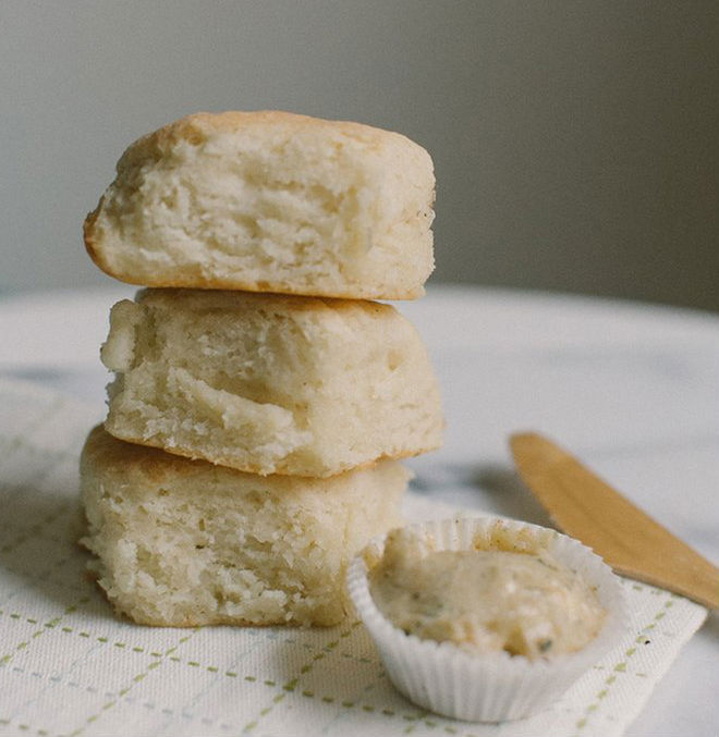 "<strong>Get the <a href=""http://www.becca-bakes.com/home/cast-iron-skillet-biscuits-rosemary-honey-butter"" target=""_blank"">Ca"