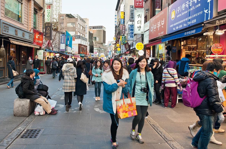 Street scene in Insa-dong.