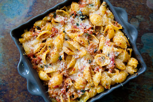 """<strong>Get the <a href=""""http://www.simplyrecipes.com/recipes/pasta_with_tuna_and_tomato_sauce/"""" target=""""_blank"""">Pasta with T"""