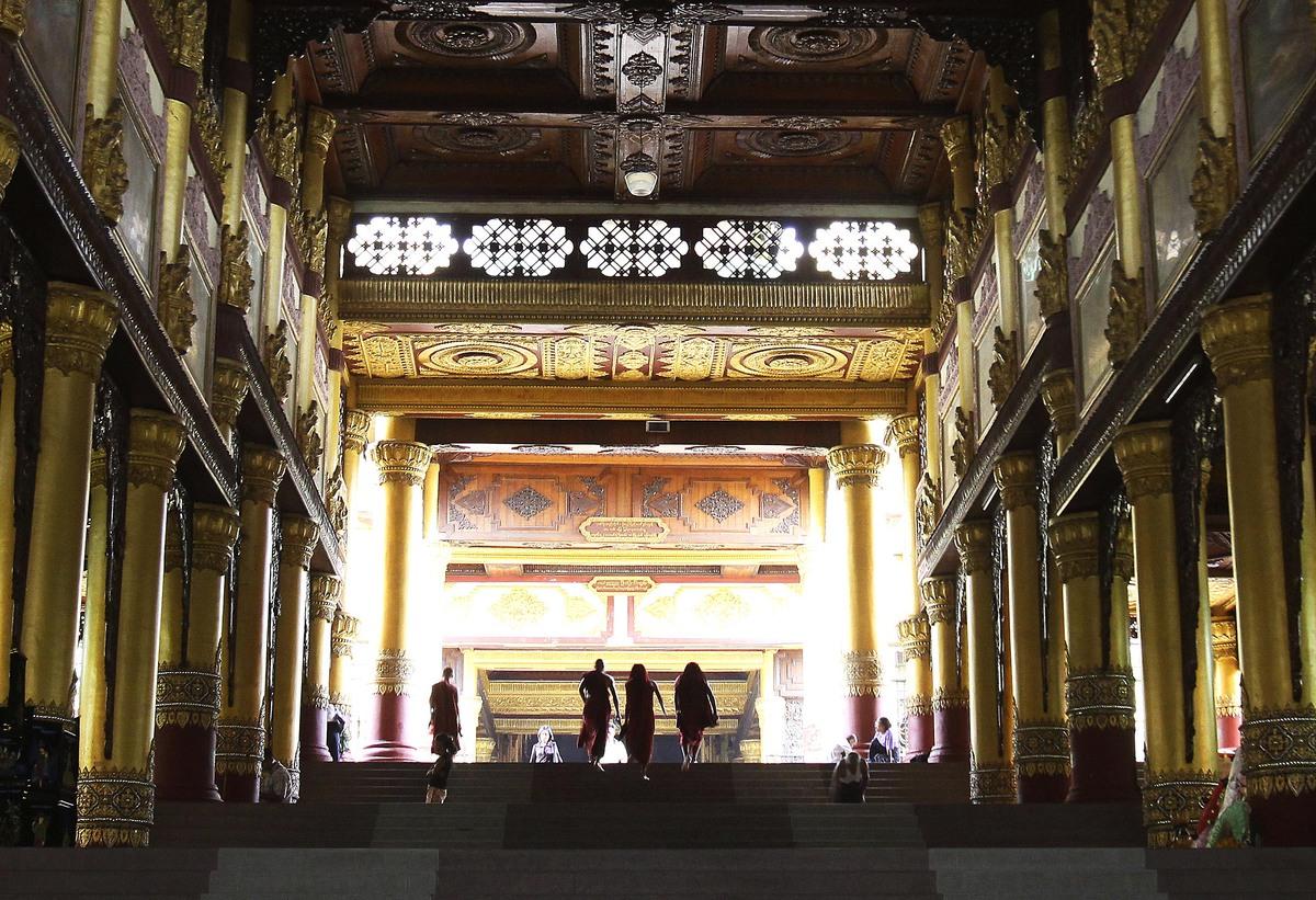 Myanmar monks make their way up to the Shwedagon Pagoda in Yangon, Myanmar on Thursday, June 11, 2009. (AP Photo)