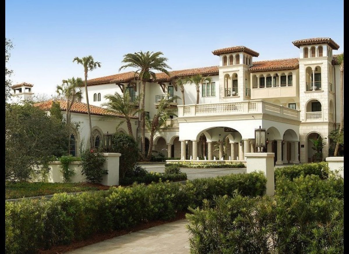 <strong>THE CLOISTER - 95.7