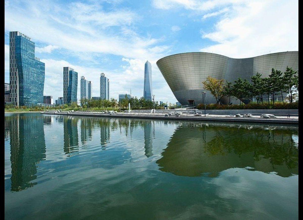 <strong>SONGDO, SOUTH KOREA  </strong>  Built from the ground up on 1,500 acres 40 miles south of Seoul, Songdo holds the