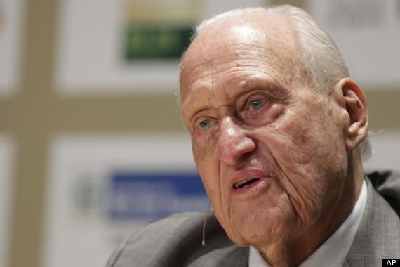 "Former FIFA president <a href=""http://www.theguardian.com/football/2013/apr/30/joao-havelange-resigns-fifa"" target=""_blank"">J"