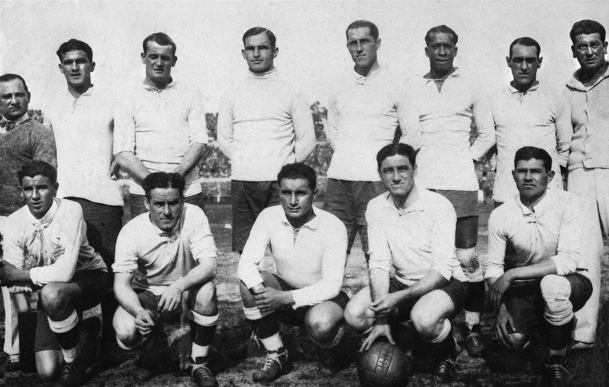 MONTEVIDEO, URUGUAY - JULY 30:  The Uruguayan national soccer team players pose for a group picture, 30 July 1930 in Montevid