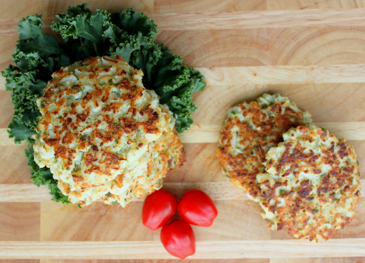 """<a href=""""http://everybodylovespretty.com/2014/06/04/cauliflower-fritters/"""" target=""""_blank"""">Get the recipe from Everybody Love"""