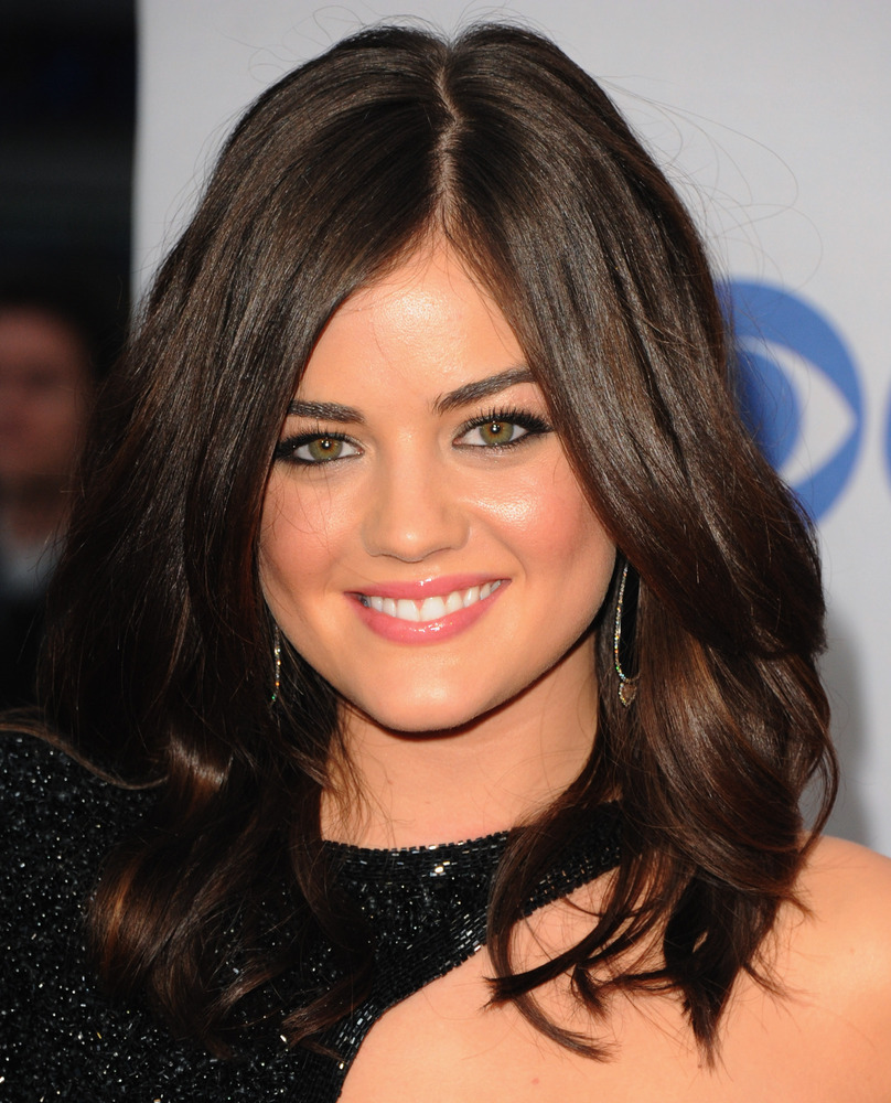 why 'pretty little liars' lucy hale's hair is our new obsession