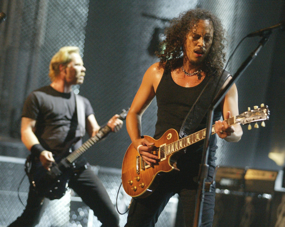 UNIVERSAL CITY, CA - MAY 3:  Kirk Hammett and James Hetfield of Metallica perform on stage at the mtvICON: Metallica tribute