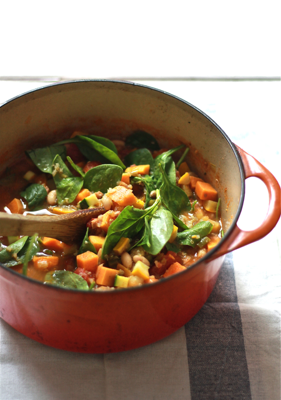 """<strong>Get the <a href=""""http://www.theclevercarrot.com/2013/09/late-summer-minestrone/"""" target=""""_blank"""">Late Summer Minestro"""