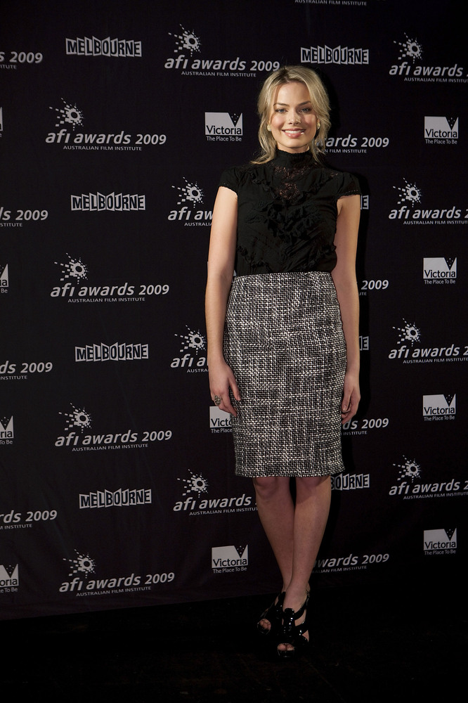 MELBOURNE, AUSTRALIA - AUGUST 01:  Margot Robbie arrives for the 2009 AFI Outstanding Achievement Dinner at The Melbourne Con