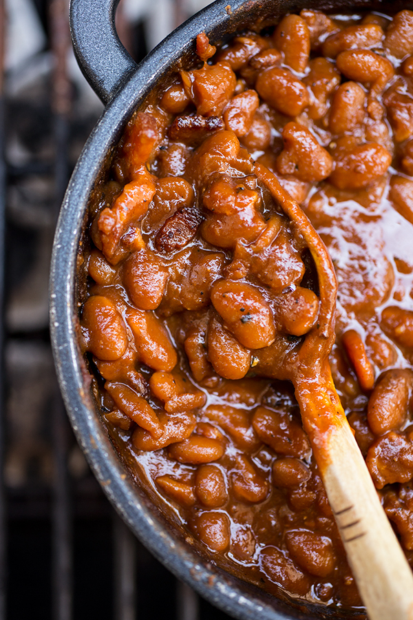 "<strong>Get the <a href=""http://thecozyapron.com/cozy-bbq-buddy-smoky-bourbon-baked-beans-and-busting-out-those-vinyl-tablecl"