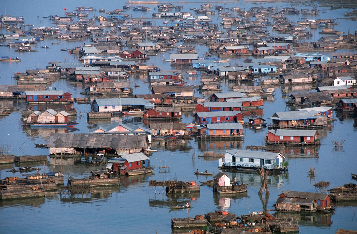 Chong Kneas, a floating village on the Tonle Sap lake Siemreap, Cambodia, March 1, 2001. (Thierry Falise/LightRocket/Getty Images)