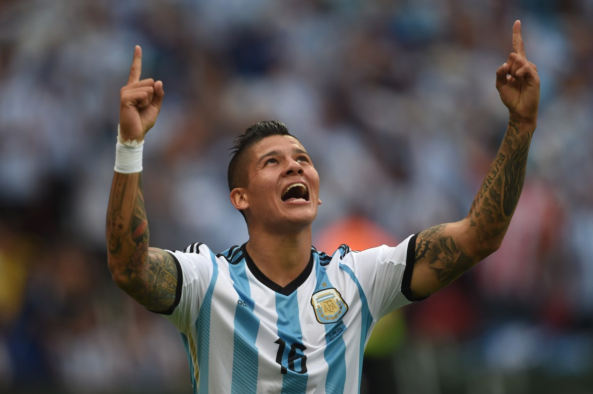 Argentina's defender Marcos Rojo celebrates his goal, during a Group F football match between Nigeria and Argentina at the Be