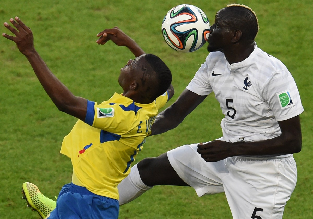 France's defender Mamadou Sakho (R) and Ecuador's forward Enner Valencia vie for the ball during the Group E football match b