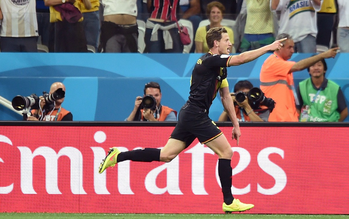 Belgium's defender Jan Vertonghen celebrates after scoring during a Group H football match between South Korea and Belgium at