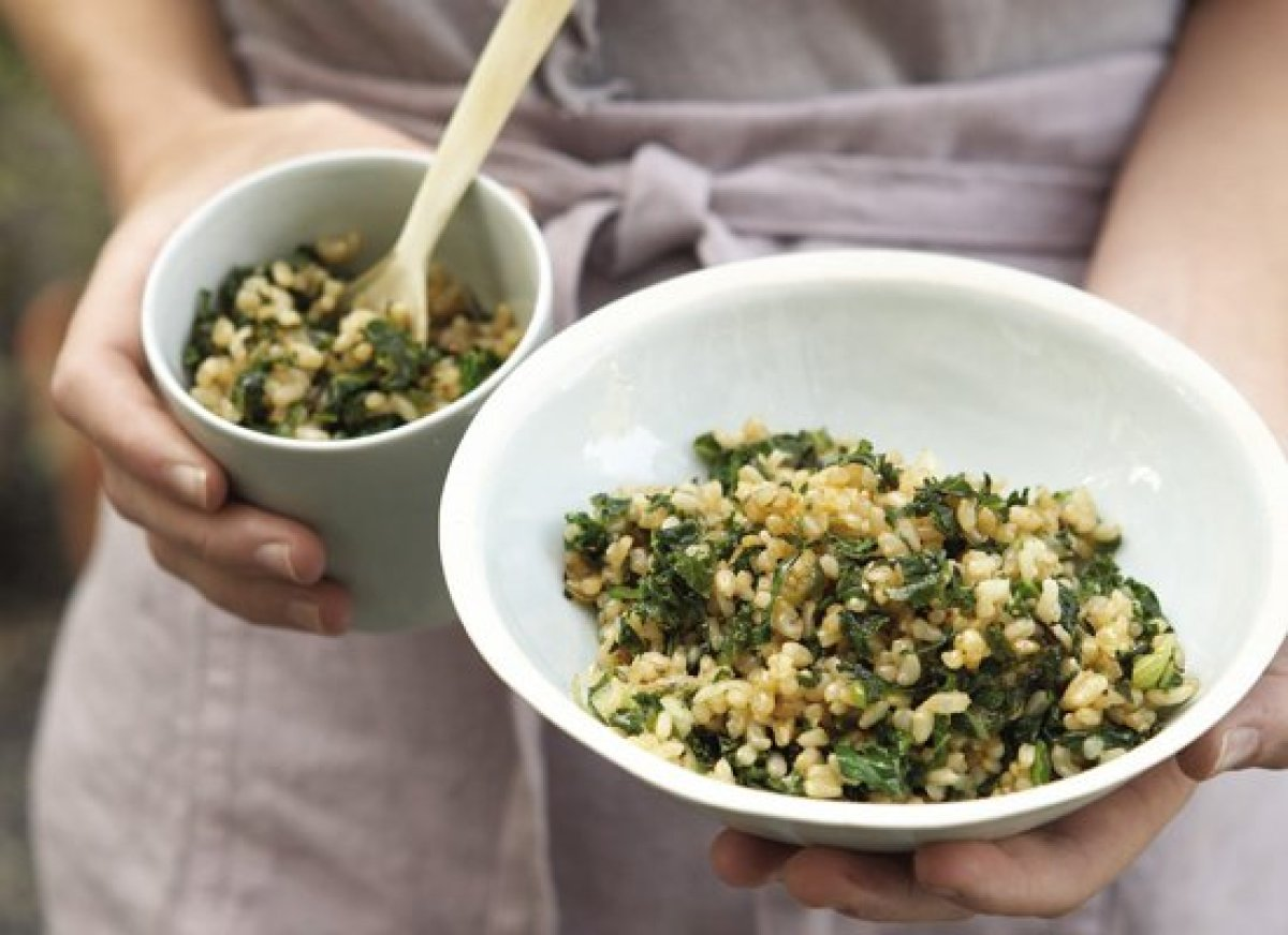 """<strong>Get the <a href=""""http://www.huffingtonpost.com/2011/10/27/fried-rice-with-kale--sc_n_1061264.html"""" target=""""_hplink"""">F"""