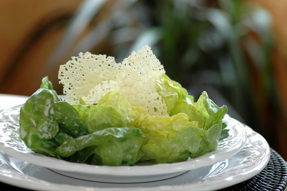 "<strong>Get the <a href=""http://savoringtimeinthekitchen.blogspot.com/2010/03/boston-lettuce-salad-with-creamy.html"" target="""