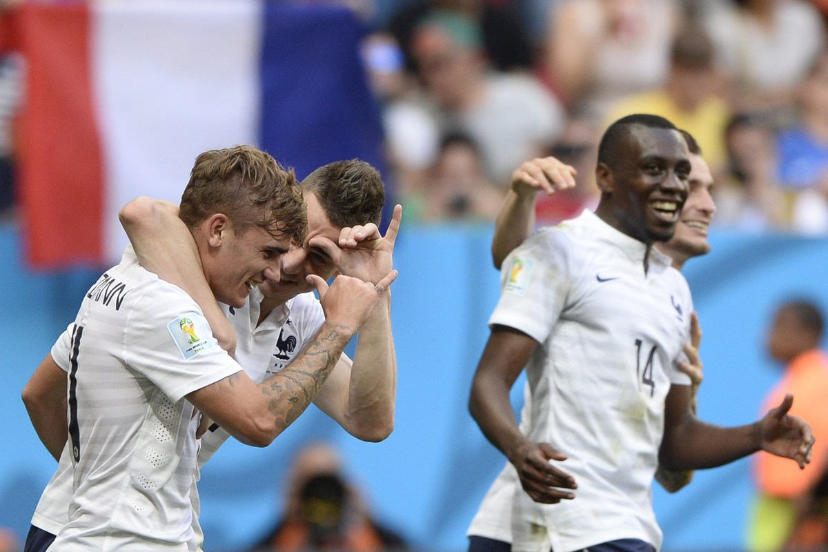 France's forward Antoine Griezmann (L) celebrates with defender Laurent Koscielny (2nd-L) and midfielder Blaise Matuidi after