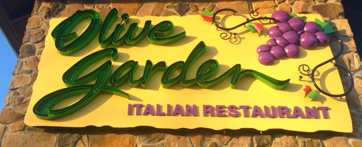 Spaghetti & Italian Sausage: 3,090 milligrams<br> Garden Fresh Salad with House Dressing: 760 milligrams<br> Sprite: 20 milli