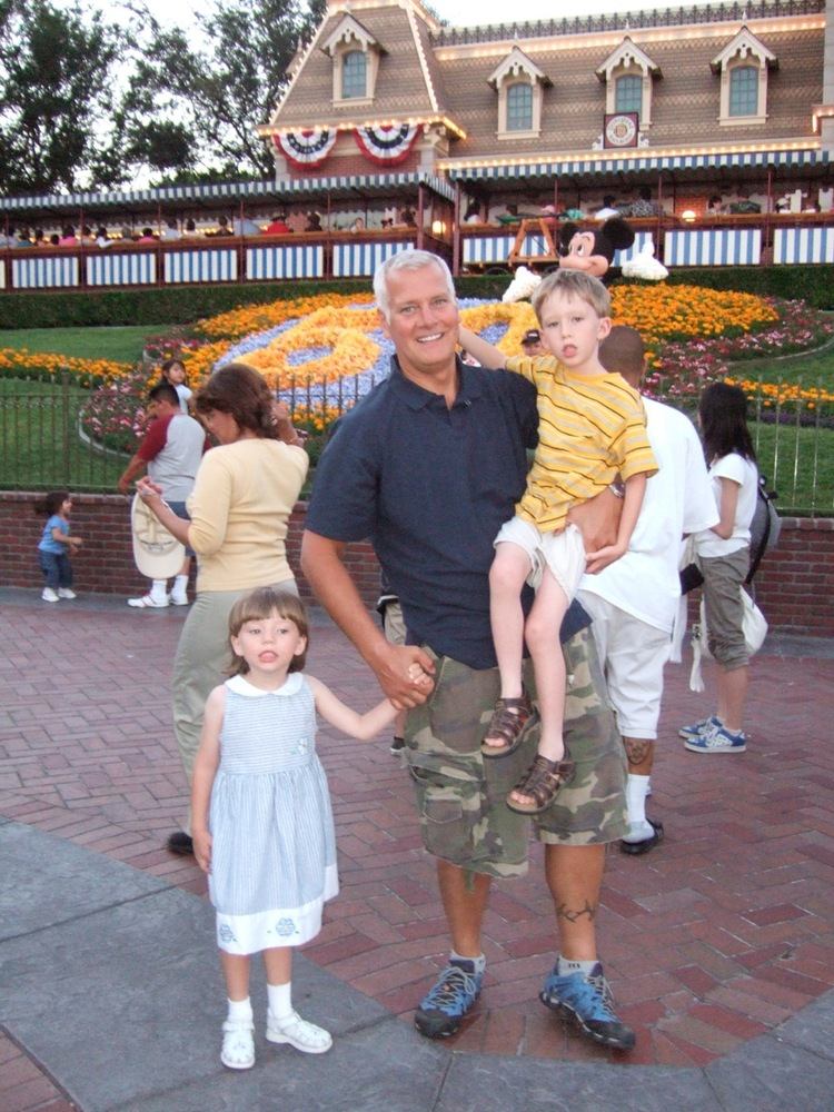 One of the first visits that Rich had with his children turned out to be their first visit to Disneyland in the summer of 200