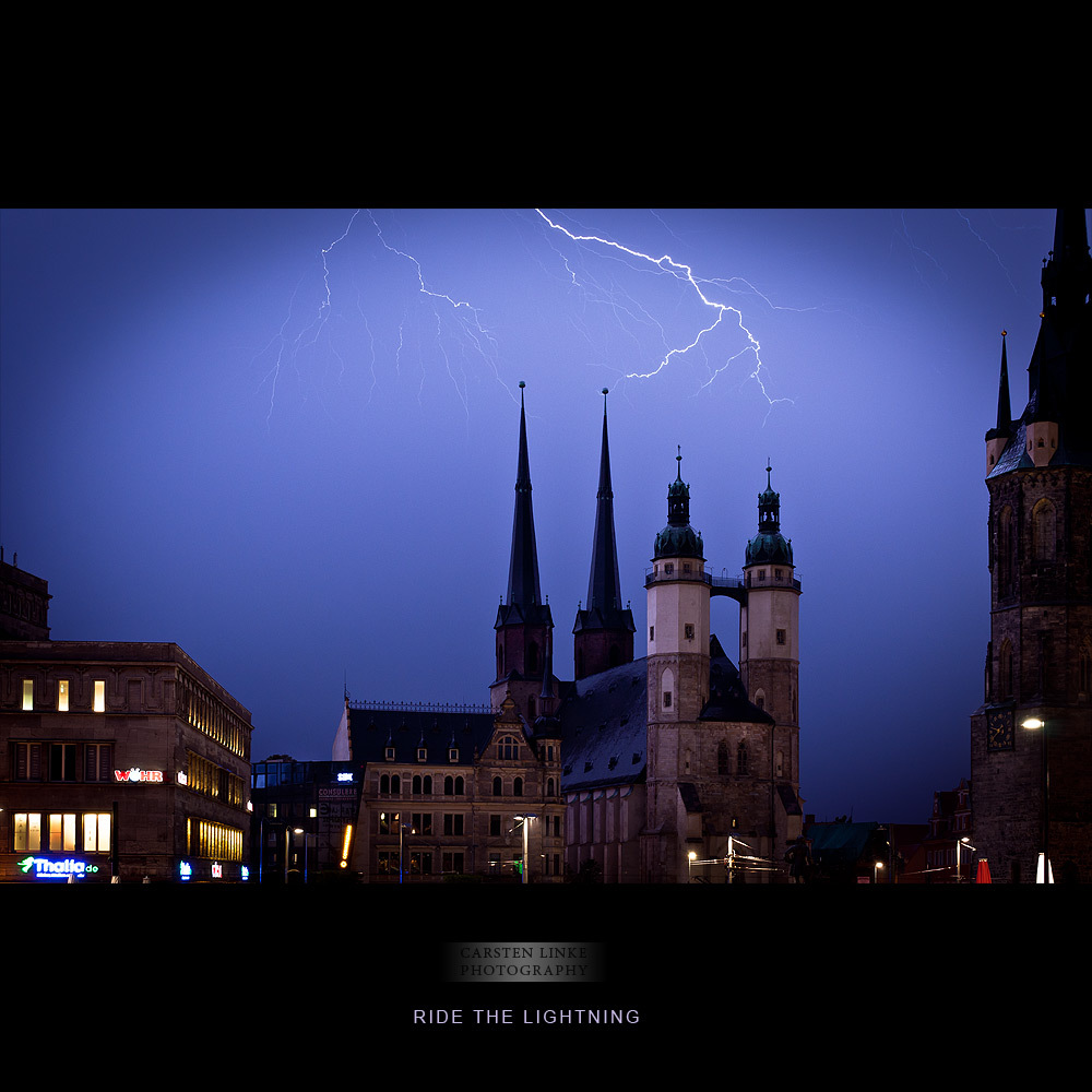 What a thunderstorm tonight in Halle... As I saw the lightnigs at the horizon, I took my gear and drove to the market place i
