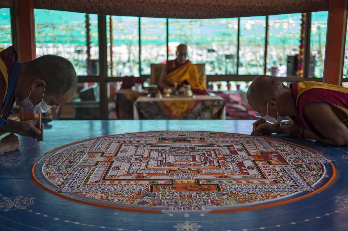 Dalai lama delivers kalachakra buddhist teaching to thousands of buddhist monks prepare a sand mandala a spiritual and ritual symbol depicting the buddhist universe biocorpaavc Images