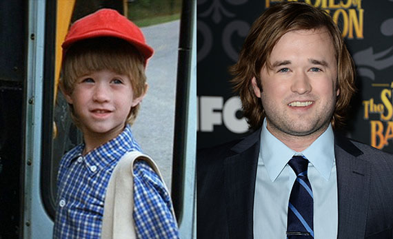 Before he saw dead people, the adorable, young Haley Joel Osment made his big-screen debut as Forrest and Jenny's son, Forres