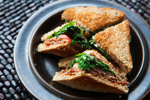"""<strong>Get the <a href=""""http://www.simplyrecipes.com/recipes/smoked_bacon_blt_with_arugula/"""" target=""""_blank"""">Smoked Bacon BL"""