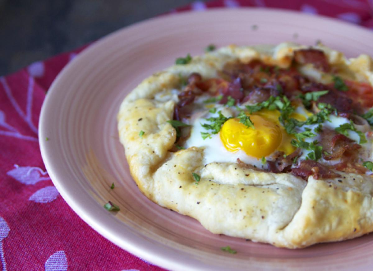 """<strong>Get the <a href=""""http://www.thetomatotart.com/recipe/bacon-lettuce-tomato-tart-blt-tart/"""" target=""""_hplink"""">BLT Tart</"""
