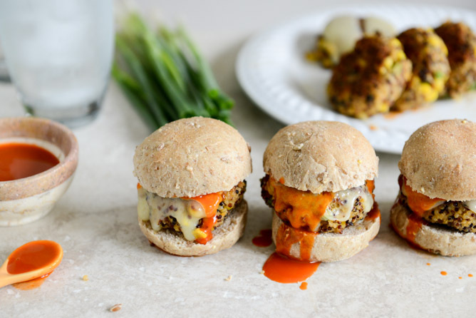 "<strong>Get the <a href=""http://www.howsweeteats.com/2013/06/crispy-buffalo-style-quinoa-sliders-with-sweet-corn-scallions/"""