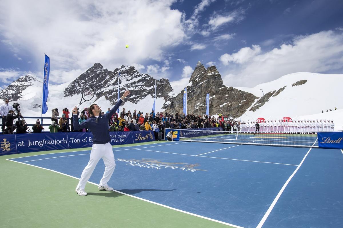 IMAGE DISTRIBUTED FOR LINDT – Switzerland's champion tennis player Roger Federer and US champion ski racer Lindsey Vonn p