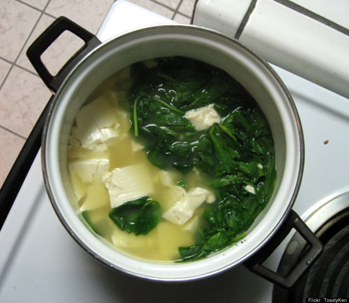 """Cook a cup of the leafy green for more than <a href=""""http://ndb.nal.usda.gov/ndb/foods/show/3234"""" target=""""_hplink"""">5 grams of"""