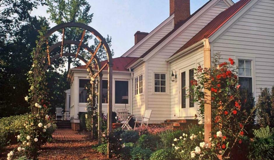 """<a href=""""http://porch.com/projects/552630-9?img=353542"""" target=""""_blank"""">Cottage</a> by Neumann Lewis & Buchanan Architects"""