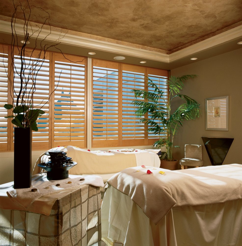 Located at the Fairmont Vancouver Airport Hotel, before security and directly above the U.S. departure gates, Absolute Spa o