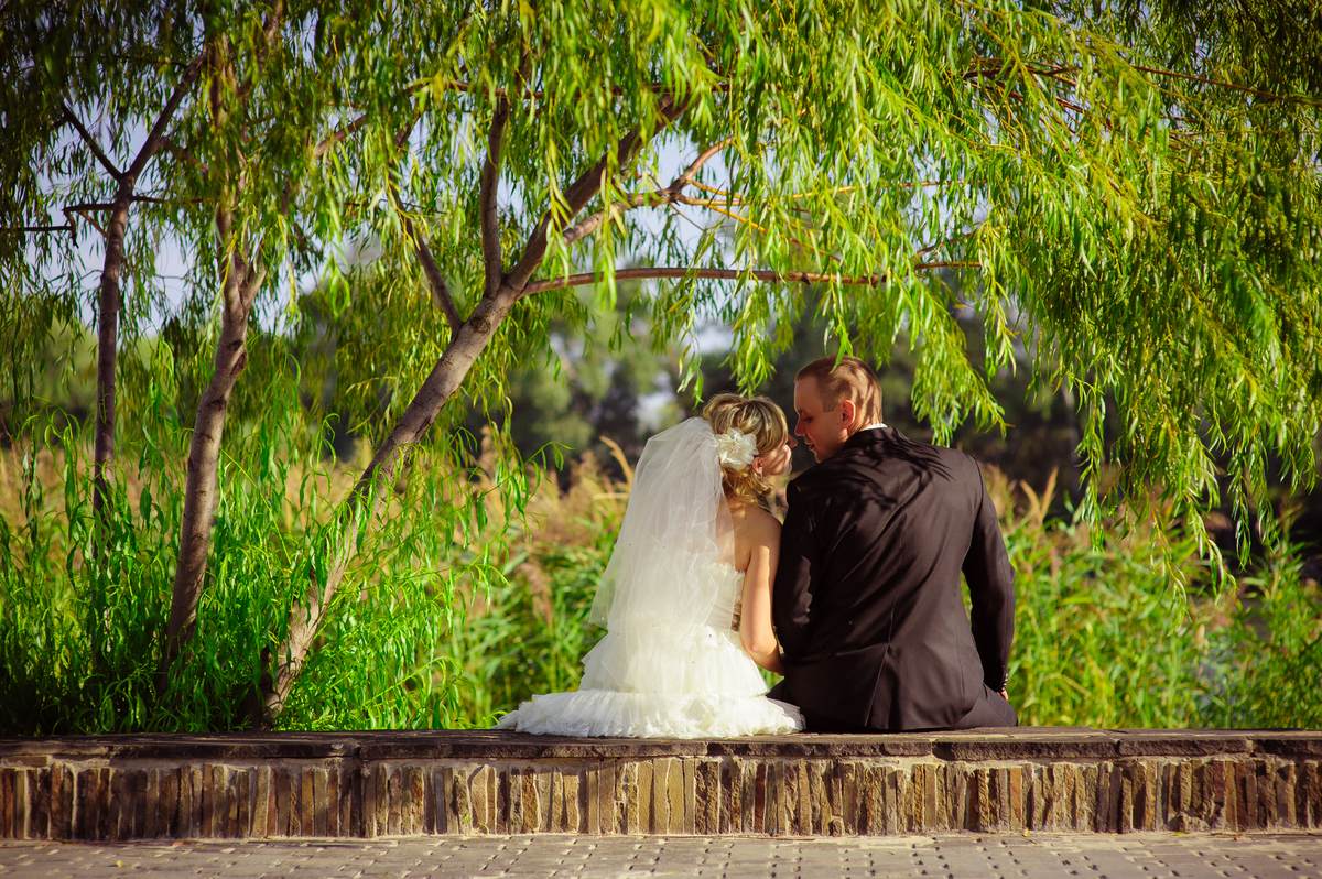 Of 1,000 people surveyed, 61 percent said a woman should take her husband's last name after marriage.<br>