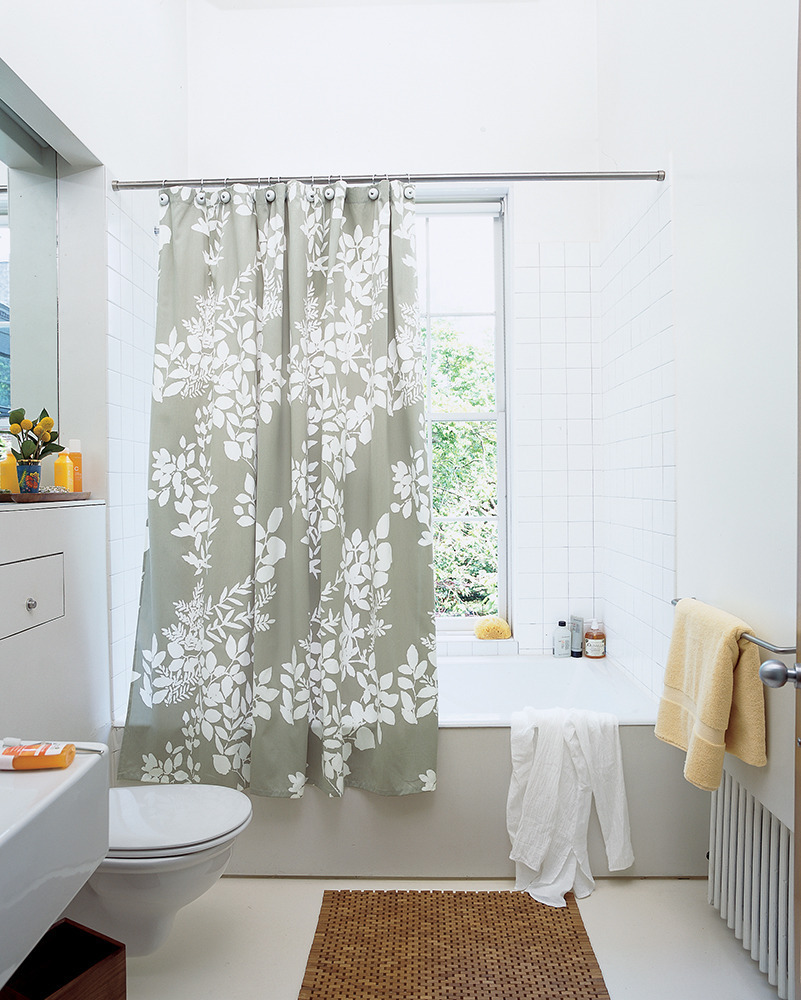 Bathrooms with shower curtains